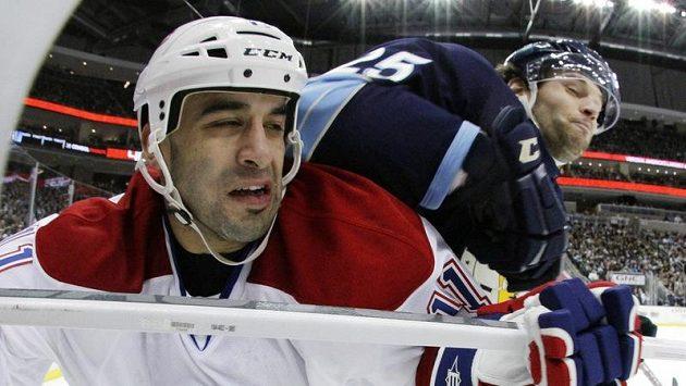 Útočník Montrealu Scott Gomez (vlevo).