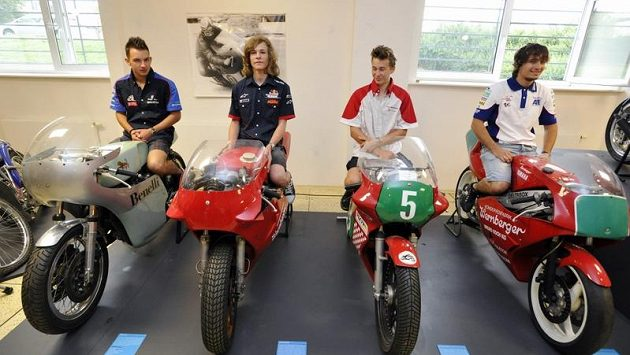 Čeští motocykloví jezdci (zprava) Karel Abraham, Miroslav Popov, Karel Hanika a Jakub Kornfeil.
