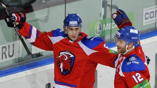 Erik Christensen (vlevo) se raduje z gólu.