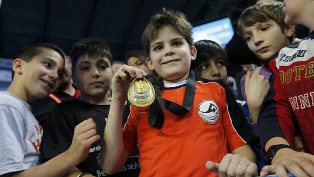 Devítiletý Arda Cakmak nevěřil svým očím, když mu slavný americký plavec Ryan Lochte věnoval svoji zlatou medaili