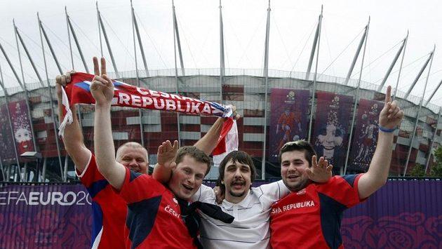 Čestí fanoušci ve Varšavě před začátkem čtvrtfinále letošního ME proti Portugalsku.