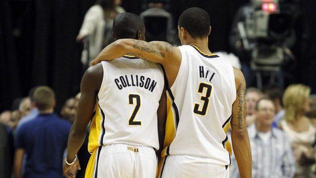 Basketbalisté Indiany Darren Collison (vlevo) a George Hill