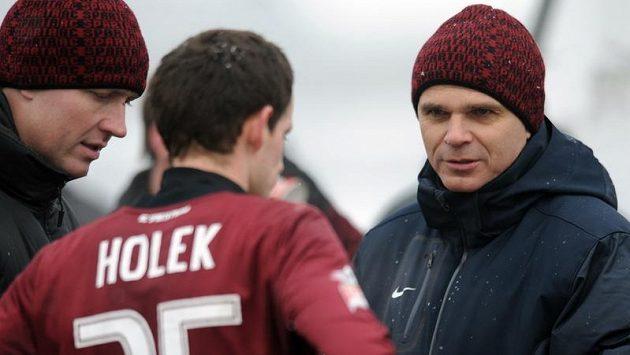 Trenér Sparty Vítězslav Lavička (vpravo) během přípravného utkání s Ružomberokem.