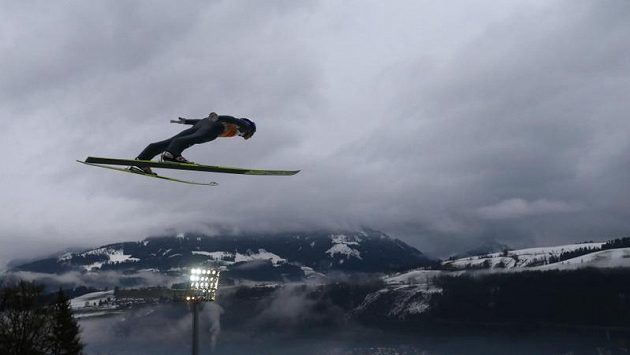 Rakouský skokan na lyžích Gregor Schlierenzauer na můstku v Bischofshofenu.