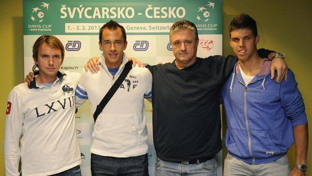 Tenisté (zleva) Ivo Minář a Lukáš Rosol, kapitán českého tenisového týmu Jaroslav Navrátil a talent Jiří Veselý odletěli do Švýcarska.