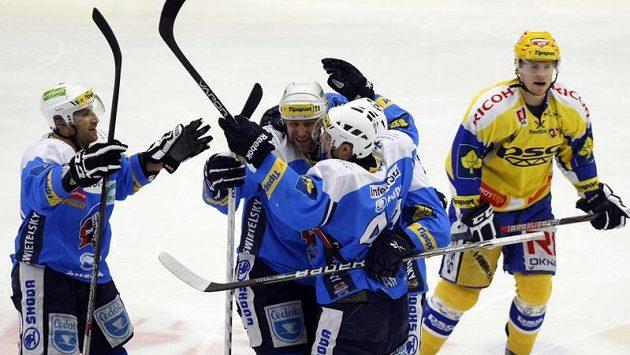 Radost plzeňských hokejistů z postupu do semifinále, kde se utkají s Brnem.