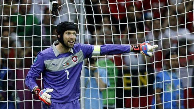 Petr Čech v utkání proti Portugalsku ve čtvrtfinále mistrovství Evropy.