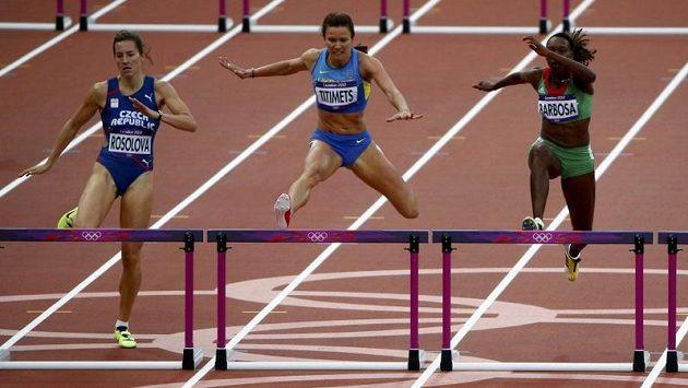 Denisa Rosolová (vlevo) na olympijské trati v Londýně. Uprostřed běží Ukrajinka Hanna Titimetsová a vpravo Vera Barbosaová z Portugalska.