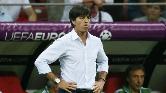 Strnulý pohled německého trenéra Joachima Löwa po semifinálové prohře s Itálií.