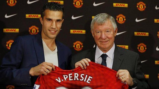 Robin van Persie se postaral o největší přestupovou pecku. Z Arsenalu se přesunul do Manchesteru United.