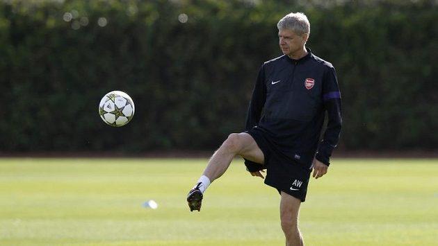Trenér Arsenalu Arséne Wenger vidí budoucnost fotbalu v hráčích nižšího vzrůstu.