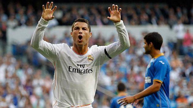 Cristiano Ronaldo (vpředu) , hvězda španělské fotbalové ligy z Realu Madrid