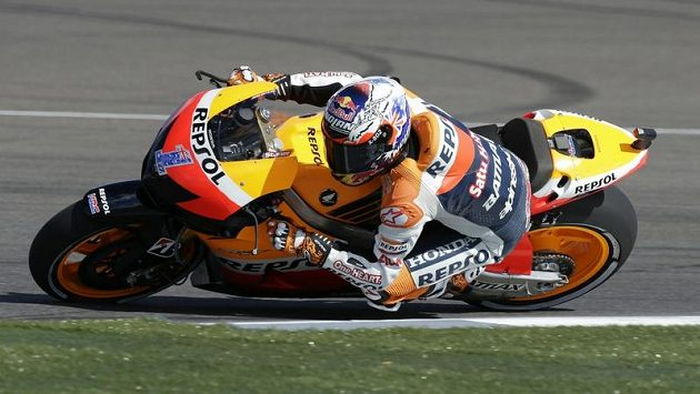 Australan Casey Stoner při závodě v Indianapolis.