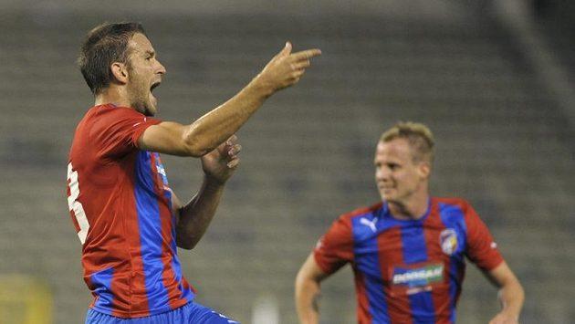 Marek Bakoš (vlevo) se raduje z gólu proti Lokerenu