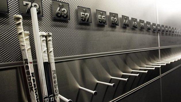 Kabiny klubů NHL stále zejí prázdnotou.