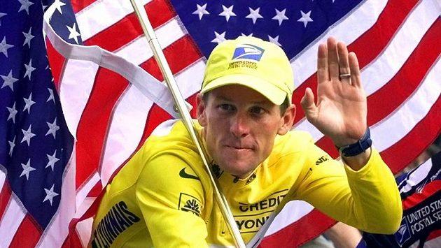 Cyklista Lance Armstrong v dobách své největší slávy. Profesionální cyklistika teď zažívá černé období.