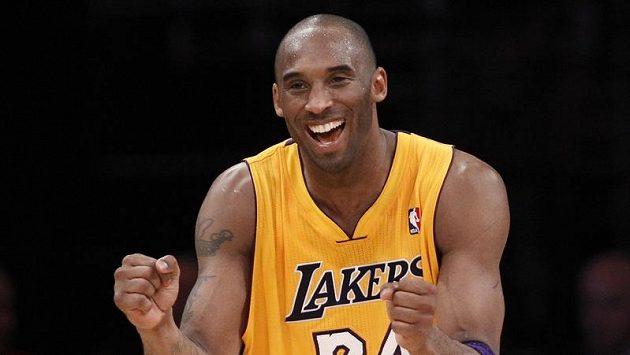 Cobe Bryant vzal zodpovědnost na sebe a dvěma těžkými střelami otočil skóre ve prospěch Lakers.