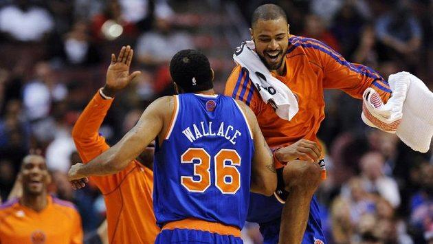 Basketbalisté New Yorku Knicks se radují ze třetího vítězství v řadě.