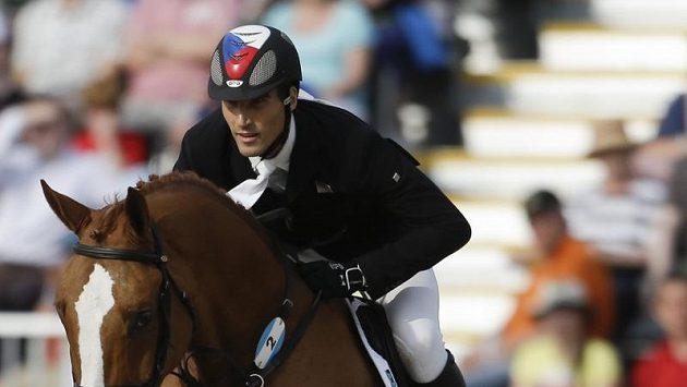Moderní pětibojař David Svoboda během parkuru olympijského závodu