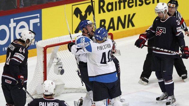 Je rozhodnuto, Finové porazili USA gólem osm sekund před koncem zápasu.