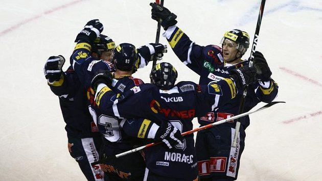 Hokejisté Liberce se radují z gólu (ilustrační foto).