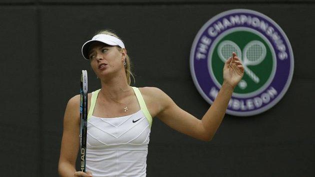 Nespokojená Maria Šarapovová na Wimbledonu během zápasu se Sabine Lisickou.