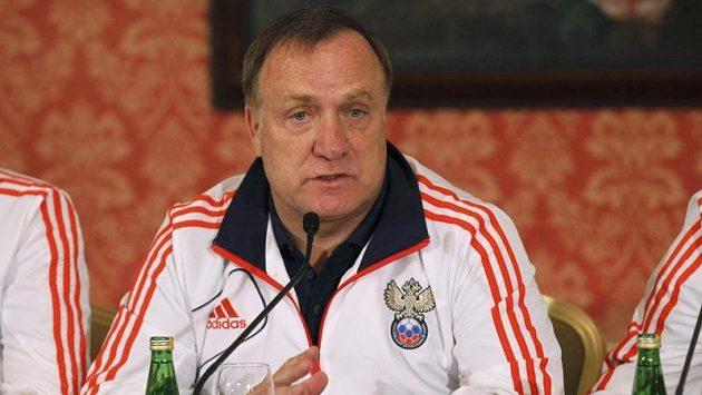 Holandský trenér ve službách Rusů Dick Advocaat se po zápase s Čechy nijak nadšeně netvářil.