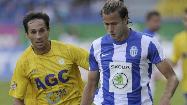 Teplický Milan Matula (vlevo) a mladoboleslavský Jakub Mareš v utkání prvního kola Gambrinus ligy.