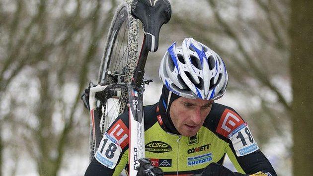 Cyklokrosař Martin Bína na trati v Hoogerheide.