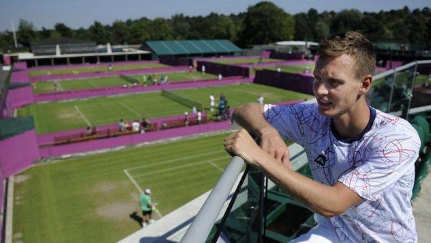 Tomáš Berdych na tréninku tenistů ve Wimbledonu před startem OH.