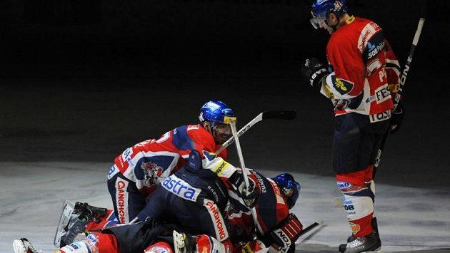 Radost hokejistů Pardubic.