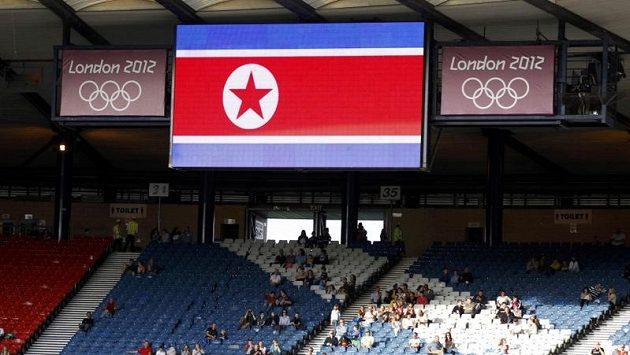 Vlajka KLDR na stadiónu Hampden Park, původně byla na jejím místě vlajka Jižní Koreje.