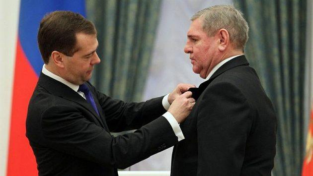 Vladimír Krutov (vpravo) s Dmitrijem Medveděvem.