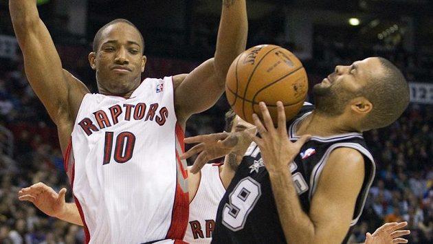 Spurs nasměroval k úspěchu Tony Parker (vpravo).
