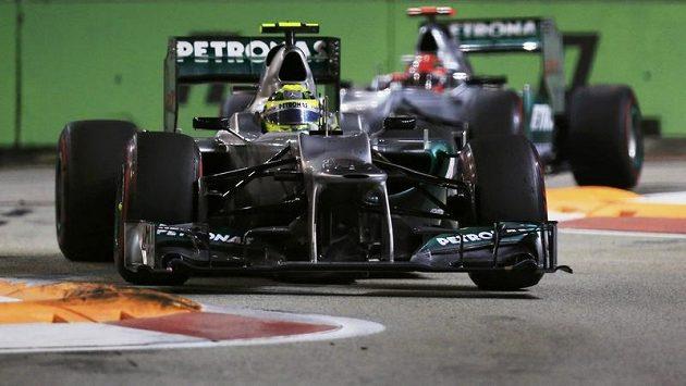 Německý jezdec Nico Rosberg z týmu Mercedes během závodu Velké ceny Sigapuru.