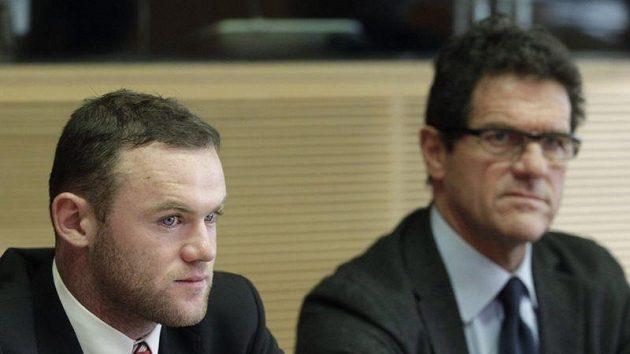 Útočník Wayne Rooney a kouč anglické reprezentace Fabio Capello na jednání disciplinární komise UEFA.