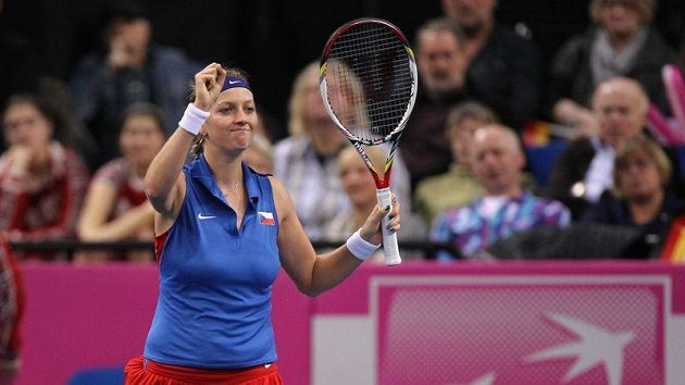 Uff, oddechla si Petra Kvitová po vítězství nad Sabine Lisickou. Česká jednička zajistila dva body, s výkonem na kurtu ale příliš spokojená nebyla.