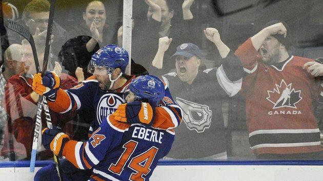 Sam Gagner z Edmontonu si proti Chicagu s chutí zastřílel.