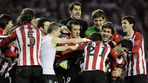 Hráči Bilbaa se radují z postupu do finále španělského poháru.