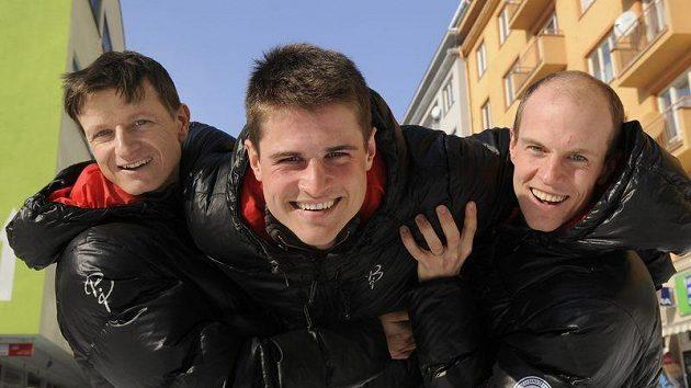 Z české sestavy sdruženářů byl v prvním libereckém závodě nejlepší Miroslav Dvořák (uprostřed), vlevo Pavel Churavý, v pravo Tomáš Slavík.