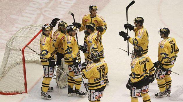 Radující se hokejisté Litvínova.