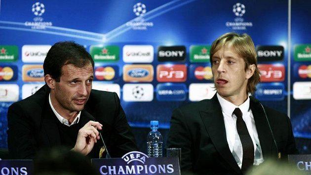 Trenér fotbalistů AC Milán Massimiliano Allegri (vlevo) a obránce Massimo Ambrosini