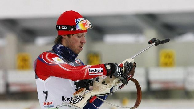 Český biatlonista Jaroslav Soukup na trati v Novém Městě na Moravě