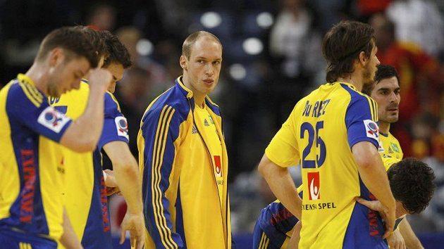 Zklamaní házenkáři Švédska po zápase s Polskem ne EURO 2012.