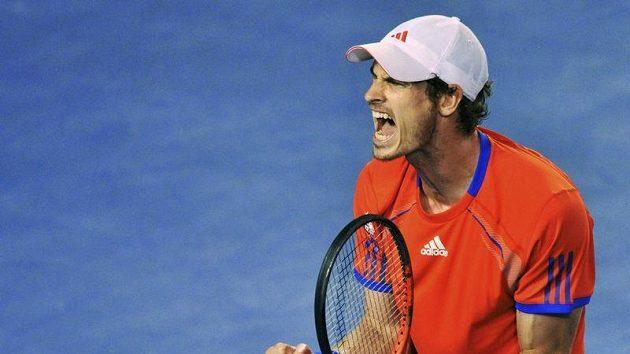 Skotský tenista Andy Murray se raduje v semifinálovém utkání proti Djokovičovi