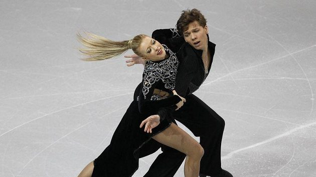 Ruští krasobruslaři Jekatěrina Bobrovová a Dmitrij Solovjov na ME první příčku.