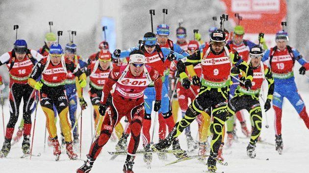 Závodníci biatlonu