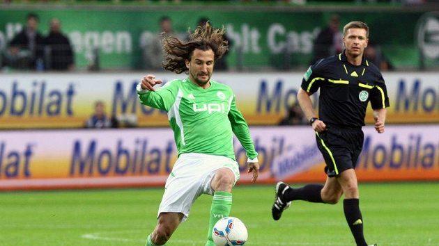 Petr Jiráček při své bundesligové premiéře v dresu Wolfsburgu proti Kolínu.