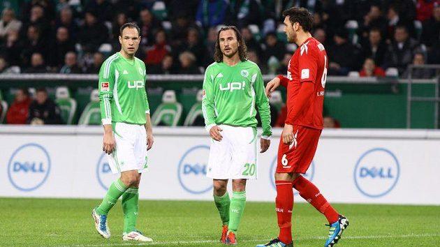 Čeští fotbalisté Wolfsburgu Jan Polák (vlevo) a Petr Jiráček (uprostřed) - ilustrační foto.