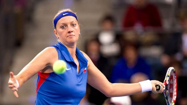Petra Kvitová při fedcupovém utkání s Němkou Julií Görgesovou.
